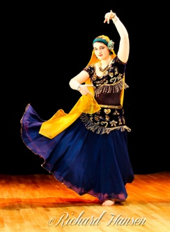 Gloria Riveros med dansere fra Senteret for internasjonal dans