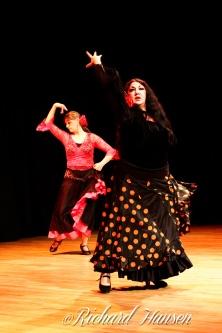 Gloria Riveros med dansere fra Senter for internasjonal dans