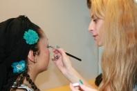Makeup-artistene tok den siste finishen på de danserne som ønsket litt hjelp med sminken.