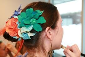 Nydelige blomster i håret til Kaisa fra Oslo Tribal Bellydance School.