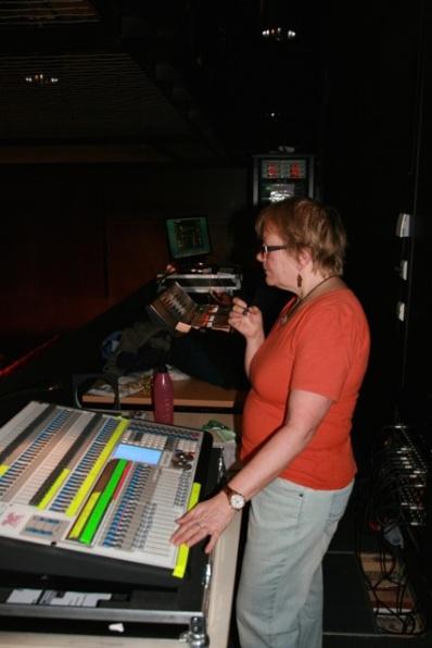 Negesti hadde stø hånd, og god erfaring fra tidligere år, ved miksepulten på Rommen Scene.